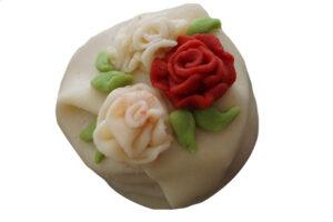 Liten marsipankakemed roser