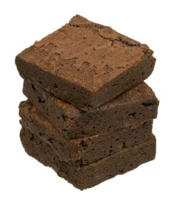 4 stablede brownies-stykker.