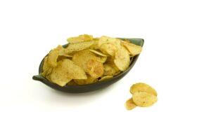 En skål med potetgull